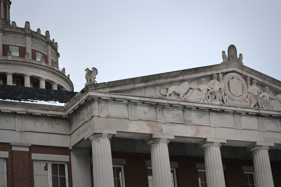 The frieze along the library's roof line contains inscriptions of names of famous thinkers like Plato, René Descartes, and Immanuel Kant. [PHOTO: RochesterSubway.com]
