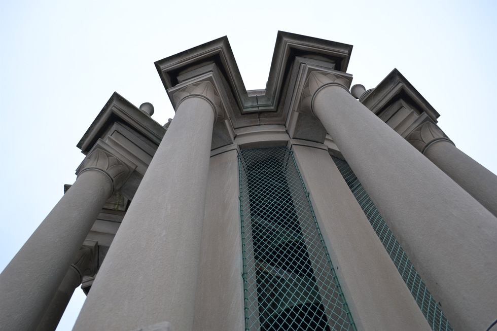 The Hopeman Carillon, which replaced the original bell chime from 1930, is the largest musical instrument in the city and one of the largest in the country. [PHOTO: RochesterSubway.com]