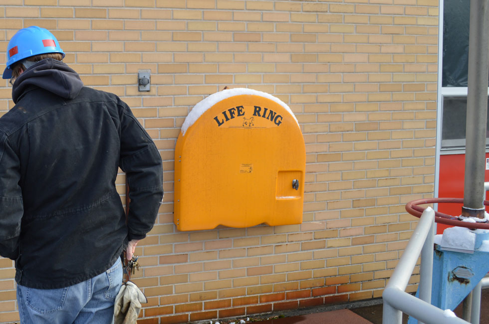 Take note of the life rings. If you ever need one of these, it's a bad day for you. [PHOTO: RochesterSubway.com]