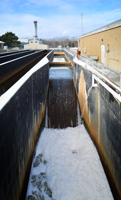 The flow of water is slowed down quite a bit by the baffles so it has contact time with the sodium hypochlorite. [PHOTO: RochesterSubway.com]