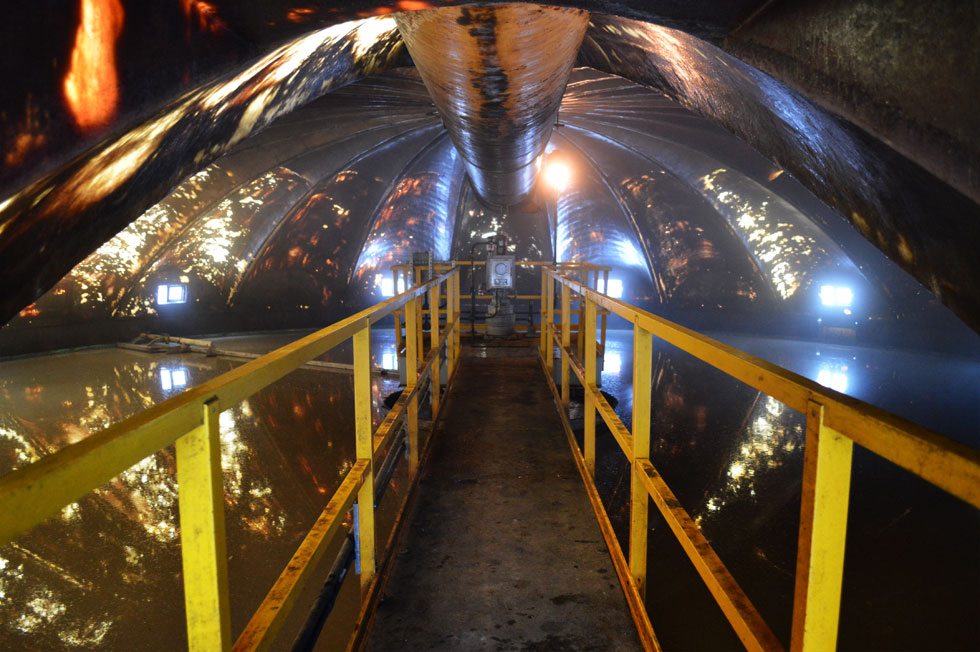 As you can imagine, this is one of the worst smells I've ever smelled in the history of smelling. We're now looking down upon 50,000 gallons of watery you-know-what. [PHOTO: RochesterSubway.com]
