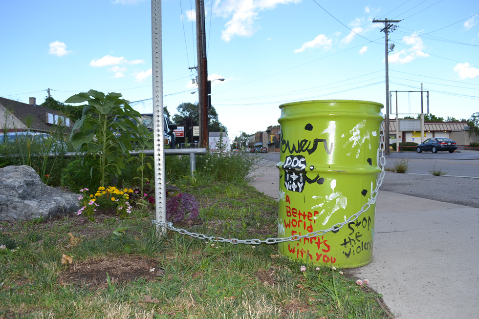 A trash can with a message along Rochester's El Camino Trail. [PHOTO: RochesterSubway.com]