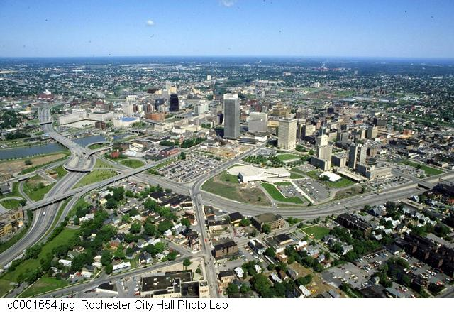 Monroe Ave and the now-defunct Inner Loop [PHOTO: Rochester City Hall]
